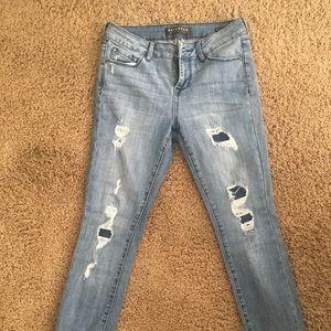 Bullhead Vintage Rip and Repair Jeans Size 25